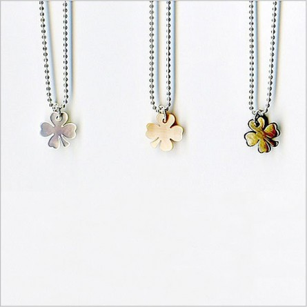 Pearly clover on silver chain