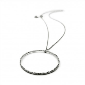 Collier anneau martelé 30 mm sur chaine en argent - Bijoux modernes