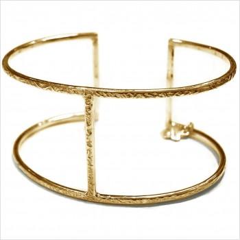 Manchette simple en plaqué or martelée 2 mm barre centrale - Bijoux de créateur