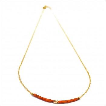 Collier Goa avec perles tubes rose saumon sur chaine plaqué or - Bijoux modernes - Gag et Lou