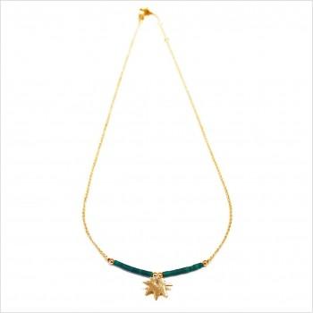 Collier Goa feuille pendante avec perles tubes verte émeraude sur chaine plaqué or - Bijoux modernes - Gag et Lou
