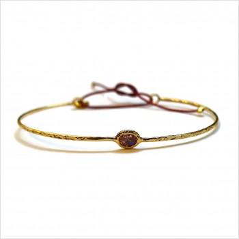 Jonc fin martelé pierre sertie marron taupe en plaqué or ajustable - Bijoux fin fantaisies
