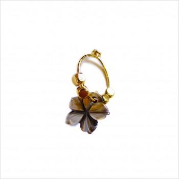 Boucles d'oreille créole minicharms perles facettées : Camélia nacre noir.