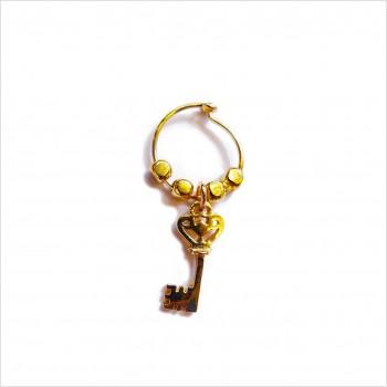 Créoles en plaqué or avec perles facettées pendentif clef - Bijoux modernes