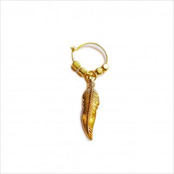 Créoles en plaqué or avec perles facettées pendentif plume - Bijoux modernes