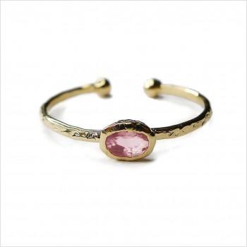 Bague en plaqué or martelée sertie d'une pierre de couleur rose pâle- Bijoux fins et fantaisies