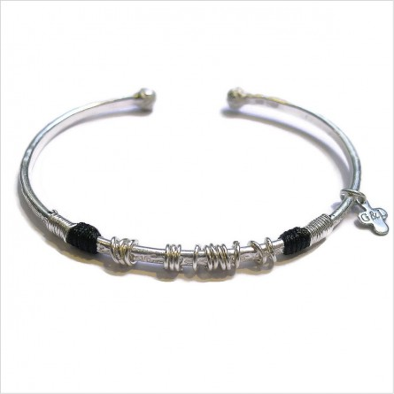 The 15 rings hammered bangle