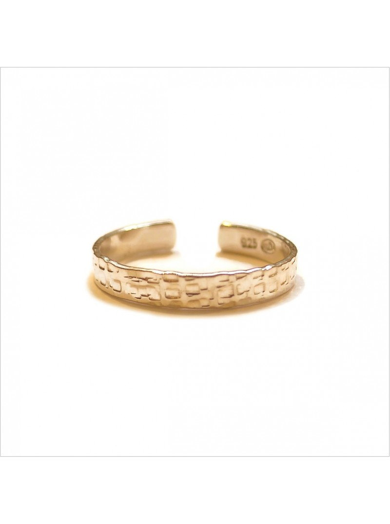 The hammered flat ring