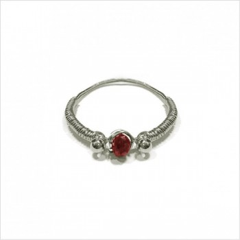 Bagues fil d'argent en argent surmontée d'une pierre fine grenat rouge - Bijoux fins de créateur