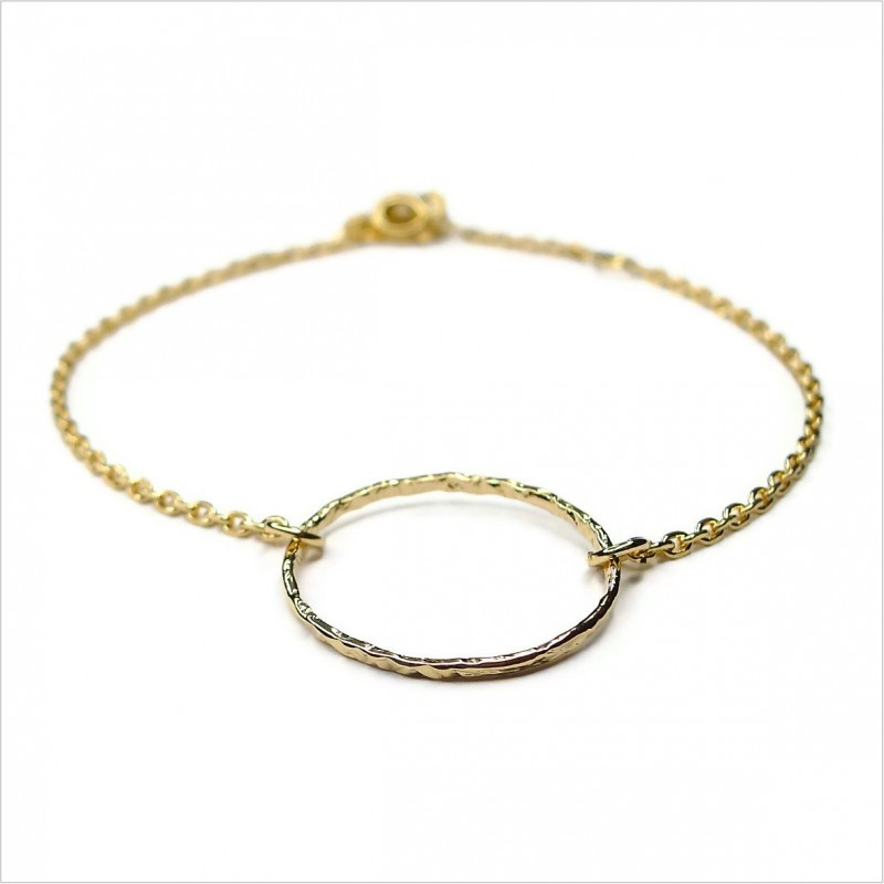 The hammered ring on chain