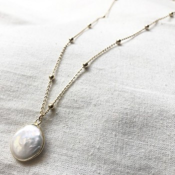 Collier Madeleine médaille en perle d'eau douce sur chaine perlée plaqué or - Bijoux modernes - gag et lou - Bijoux fantaisie
