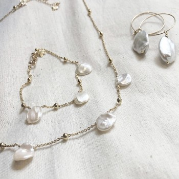 Collection Maddy avec Collier, bracelet et créoles en perles d'eau douce en plaqué or - Bijoux modernes - Gag and Lou