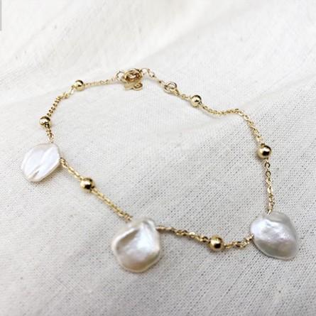 Bracele perles nacrées baroque sur chaine perlée plaqué or - Bijoux moderne