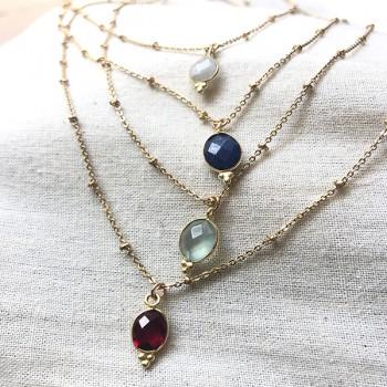 Collier sur chaîne perlée plaqué or médaille sertie colorée - Bijoux fantaisie