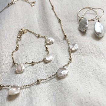 Mix and match Maddy avec collier, bracelet et créoles en perles d'eau douce plaqué or - Bijoux modernes - Bijoux fantaisie
