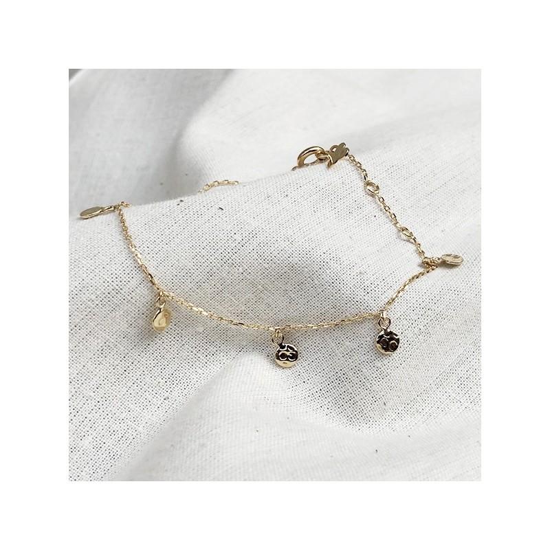 Bracelet sur chaine fine plaqué or minis médailles martelées - Bijoux fins et intemporels