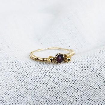 Bagues fil d'or en plaqué or surmontée d'une pierre fine Grenat rouge - Bijoux fins de créateur