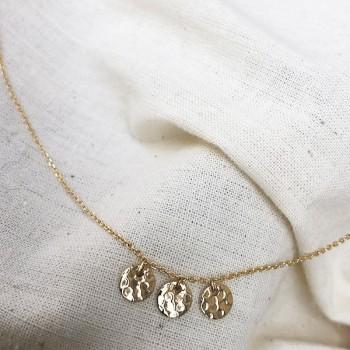 Collier sur chaine trois médailles rondes martelées en plaqué or - Bijoux fins et tendances