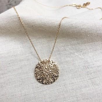 Collier médaille ronde dentelle sur chaîne  en plaqué or - Bijoux fins et intemporels