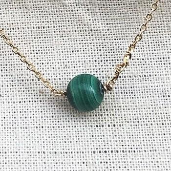 Collier sur chaine plaqué or pierres rondes malachite verte - Bijoux délicat
