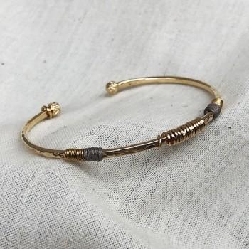 Jonc Arlequin 15 anneaux et lien soyeux martelé plaqué or - Bijoux modernes - gag and Lou - Bijoux fantaisie
