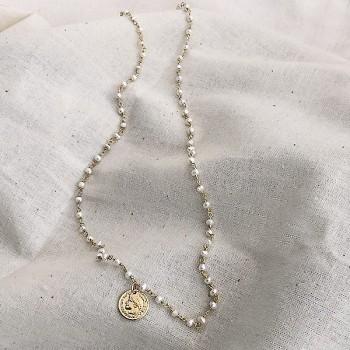 Collier plaqué or sur chaine en perle d'eau douce et pièce de monnaie - Bijoux fins et fantaisies tendances