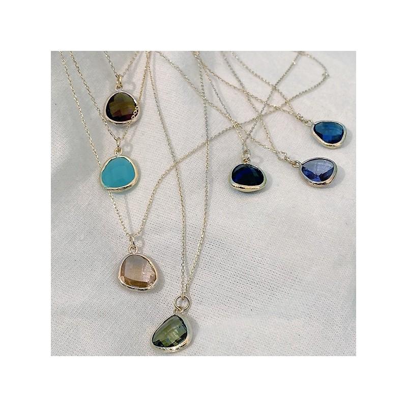 Collier sur chaine médaille pierre sertie de couleur sur chaine plaqué or - Bijoux fins et modernes