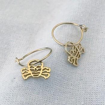 Boucles d'oreilles créoles pendentif tête de mort évidé en plaqué or - Bijoux fantaisie