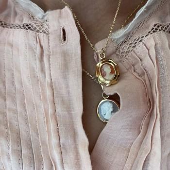 Collier médaille camée ronde bleu en plaqué or sur chaine - Bijoux fins et modernes