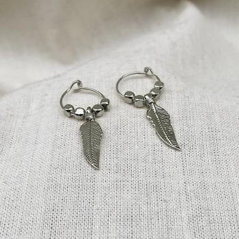 Créoles en argent avec perles facettées pendentif plume - Bijoux fins et fantaisies