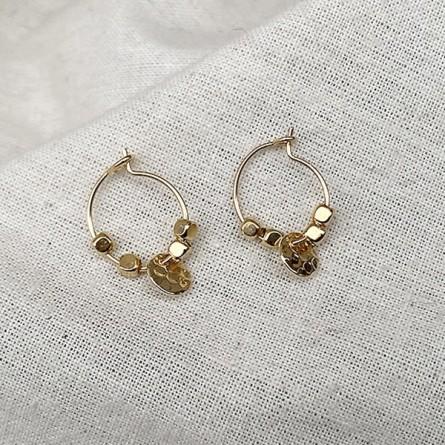 Créoles en plaqué or avec perles facettées pendentif lune ronde martelée - Bijoux fins et fantaisies