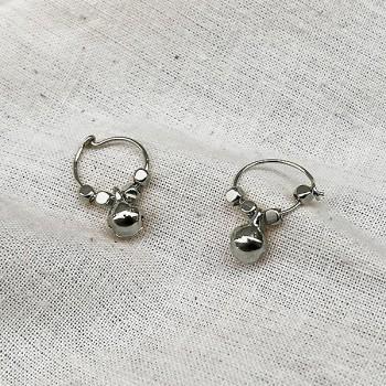 Créoles en argent avec perles facettées pendentif grelot - Bijoux fins et fantaisies