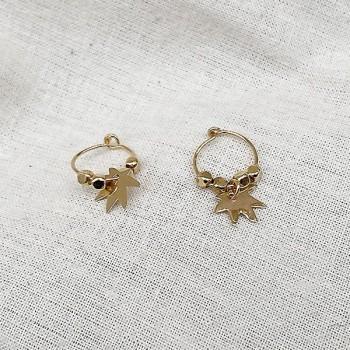 Créoles en plaqué or avec perles facettées pendentif feuille - Bijoux modernes