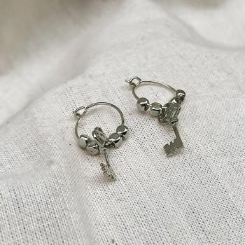 Créoles en argent avec perles facettées pendentif clef - Bijoux fins et fantaisies