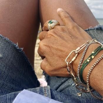 Bracelet gourmette boules en plaqué or enfilé d'un lien soyeux de couleur - Bijoux fins et fantaisies