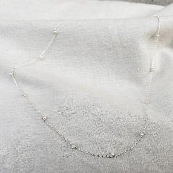 Collier sur chaine en argent orné de minis pierres fines en perle d'eau douce - Bijoux modernes