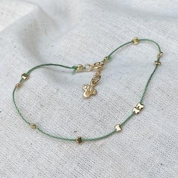 Bracelet fil de soie émeraude et perles en plaqué or - Bijoux fins et originaux