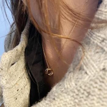 Collier 7 anneaux sur chaine en plaqué or - Bijoux moderne