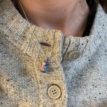 Collier médaille poupée russe en émaille bleu sur chaine argent - Bijoux fins et fantaisies