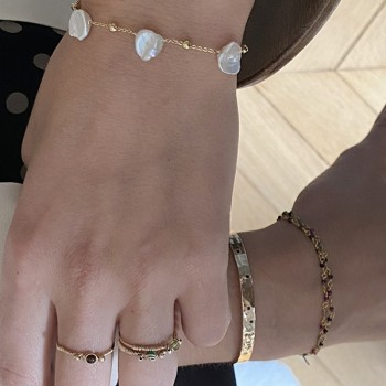 Bracelet perles nacrées baroques sur chaine perlée plaqué or - Bijoux fins et modernes