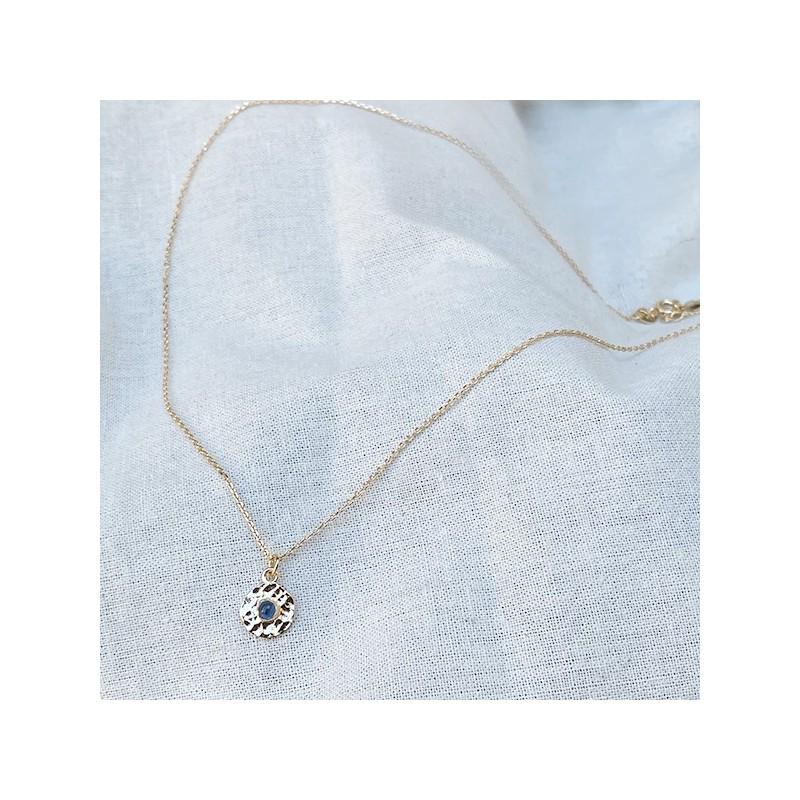 Collier sur chaine plaqué or médaille martelée pierre bleue saphir - Bijoux fins de créateur