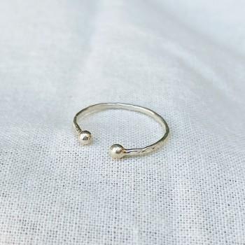 Bague martelée deux boules extrémité ajustable en argent - Bijoux fins et intemporels