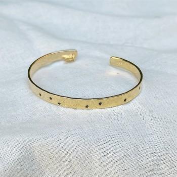 Jonc plaqué or martelé ajustable avec incrustation de mini pierres noires - Bijoux tendances de créateur
