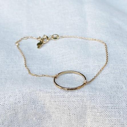 Bracelet en plaqué or anneau martelé 20 mm sur chaine - bijoux délicat
