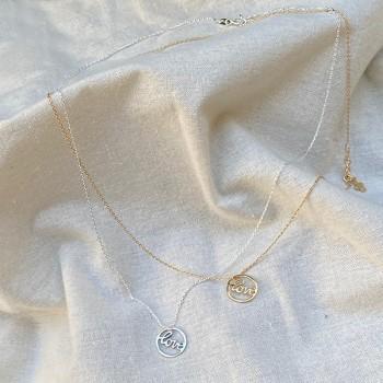 Colliers médaille Love dans l'anneau en plaqué or ou argent - Bijoux fins et fantaisies
