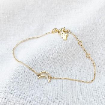 Bracelet lune évidée sur chaine en plaqué or - bijoux fins et fantaisies