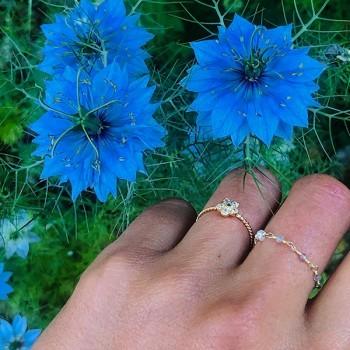 Bague fleur Marguerite torsadée en plaqué or sertie de pierres fines - Bijoux fins et modernes