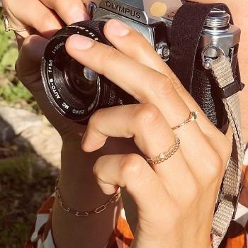 Bague martelée 2 boules plaqué or ou argent sertie de deux perles fines et pierre de couleurs - Bijoux fins et originaux