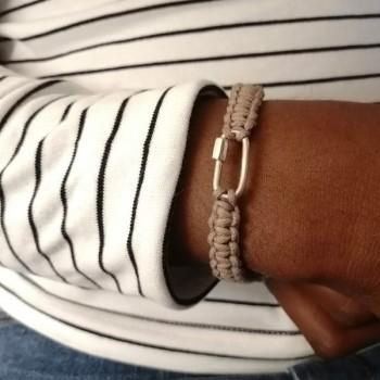 Mousqueton en argent macramé coton ciré beige ajustable - bijoux de créateur