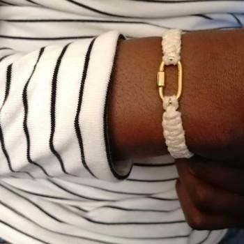 Mousqueton en plaqué or cordon daim couleur crème ajustable - bijoux de créateur